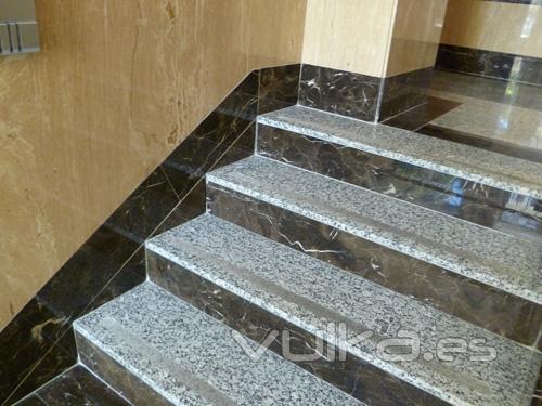 Foto portal en marmol y granito - Marmol y granito ...