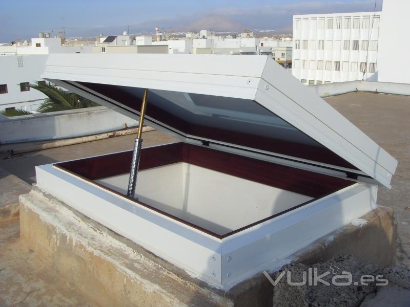 Foto claraboyas a medida o ventana para techo for Claraboyas para techos