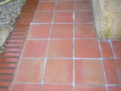 Limpieza de suelo de barro exterior