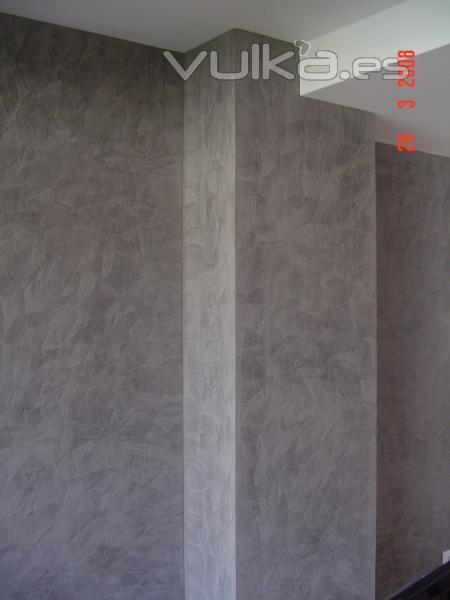 Foto estuco gris en salon for Gris verdoso pared