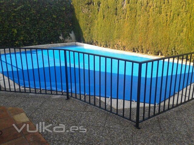 Tapa para piscina con forma.