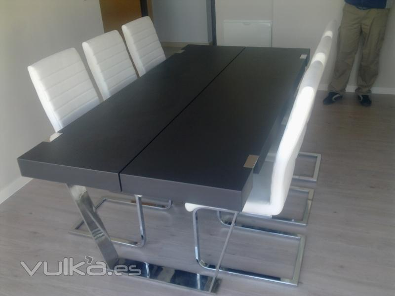 Foto mesa comedor con patas en acero inoxidable lacada for Patas acero para mesas