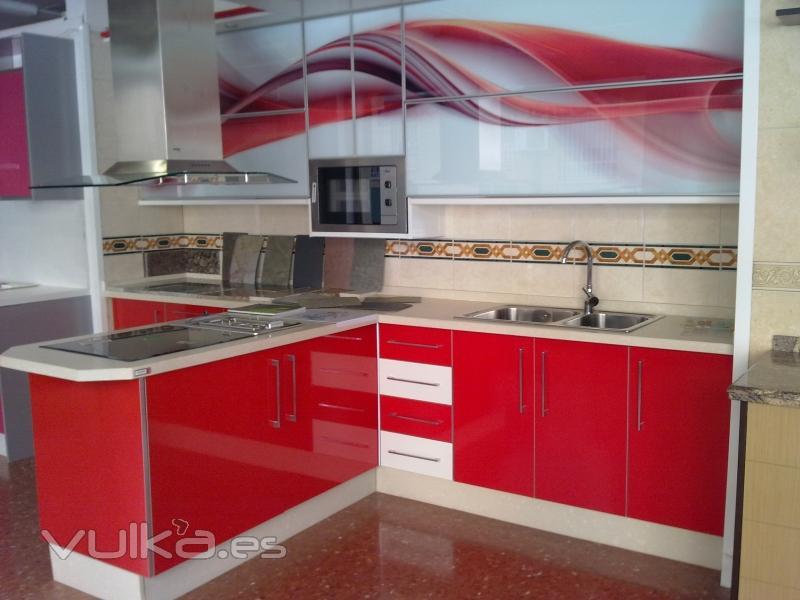 Foto cocina de formica y cristal encimera silestone - Encimeras de cocina de cristal ...