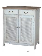 Mueble con dos puertas y dos cajones en madera de fresno decapada y abedul natural.