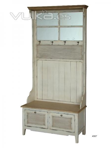 Foto mueble de recibidor con perchero espejo y dos for Mueble recibidor madera