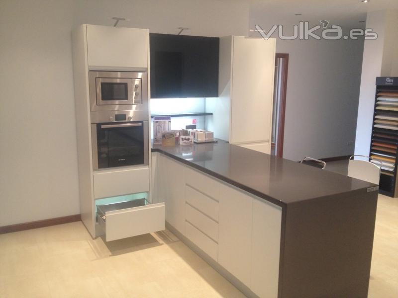 Foto exposici n cocina en pen nsula programa 173 linera - Cocinas con peninsula ...