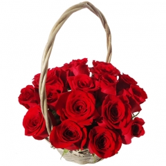 Bonita cesta de rosas rojas, original para enviar flores a domicilio.
