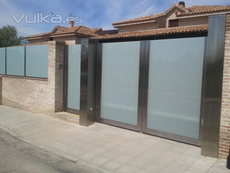 Foto cerramiento y puertas inox cristal - Puertas para cerramientos ...