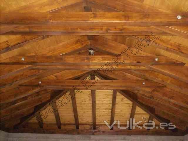 Tejado de madera con cerchas de par y nudillo