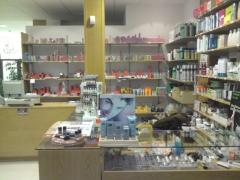 Tienda de productos, maquinaria y utensilios de peluquería profesionales.
