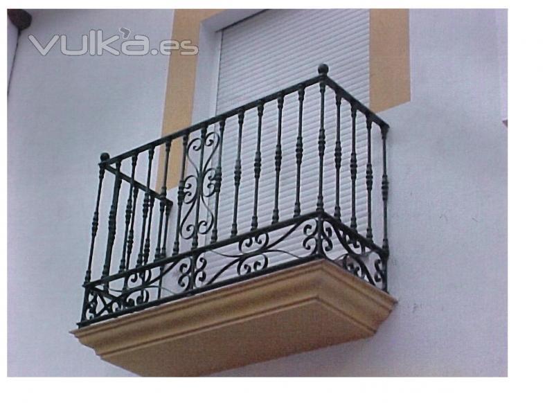 Foto balcones de forja for Precios de toldos para balcones