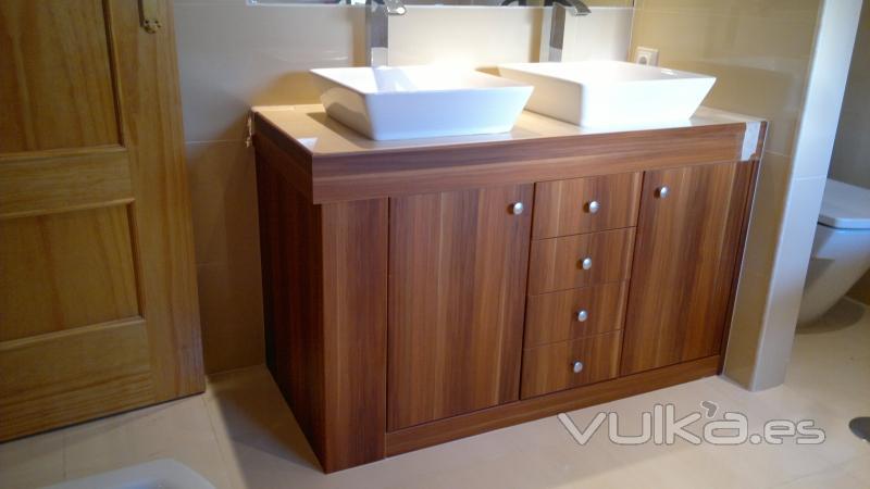 Foto mueble de ba o a medida bajo lavabo for Mueble auxiliar bano bajo lavabo