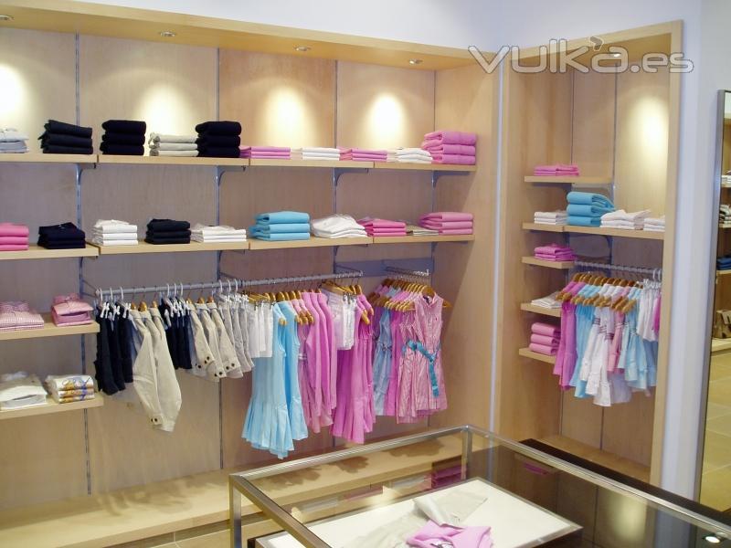 Foto tienda de ropa for Decoracion de almacenes de ropa