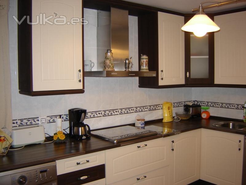Foto cocina en el modelo polilaminado athenas combinando for M s mobiliario auxiliar para tu cocina s l