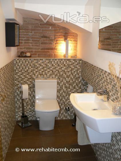 Foto diseno y reforma lavabo en vivienda antigua del for Lavabos de piedra rusticos