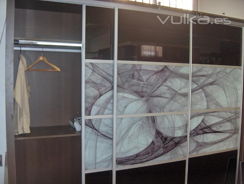 Foto armario corredera puertas cristal decorado - Puerta armario cocina cristal ...
