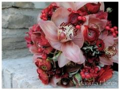 Ramo de novia rojo con un arire vintage muy rom�ntico mayula flores