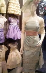 Modelo con tejidos de fiesta