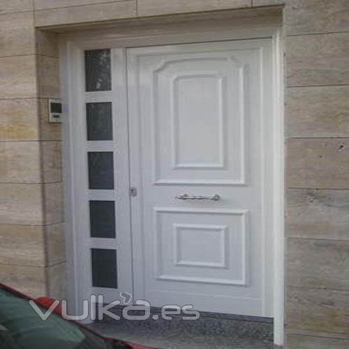 Foto puerta de entrada de aluminio for Puertas y ventanas de aluminio blanco precios