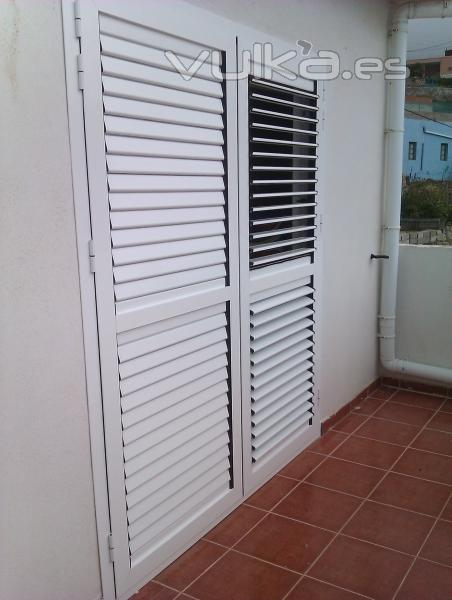 Foto puerta persiana de acceso a terrazas o balcones - Puerta terraza aluminio ...