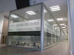 Proyecto: centro de negocios jt38 mampara classic ed90
