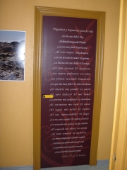 Puerta decorada con fotomural
