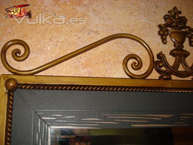 Detalle espejo forja decoraci�n bronce