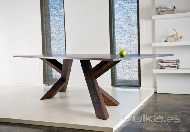 mesa de comedor de diseo en castao