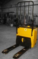 Ref.: 173, transpaleta el�ctrica fac, modelo: k9sbm, capacidad de carga: 2000 kgs., horquillas: 680/