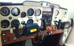 Panel de instrumentos de la cessna 150m de dreamair