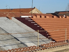 Placas bt50 bajo teja. techos tecnicamente apropiados para la construcción