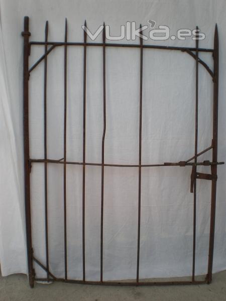 Foto restauraci n de puertas antiguas de forja respetando for Restauracion de puertas antiguas