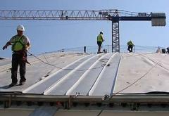 Sistema de cubierta de techos engatillada. el europerfil