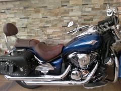 Asiento y respaldo de moto custom tapizado y con llamas bordadas