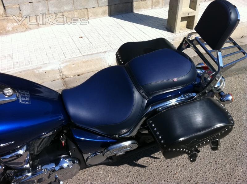 Foto asiento y respaldo de moto custom tapizados en azul for Tapiceria de asientos de moto