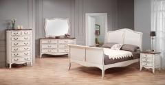 Ambiente dormitorio chantal blanco roto decapado y madera. olmo. estilo vintage francés