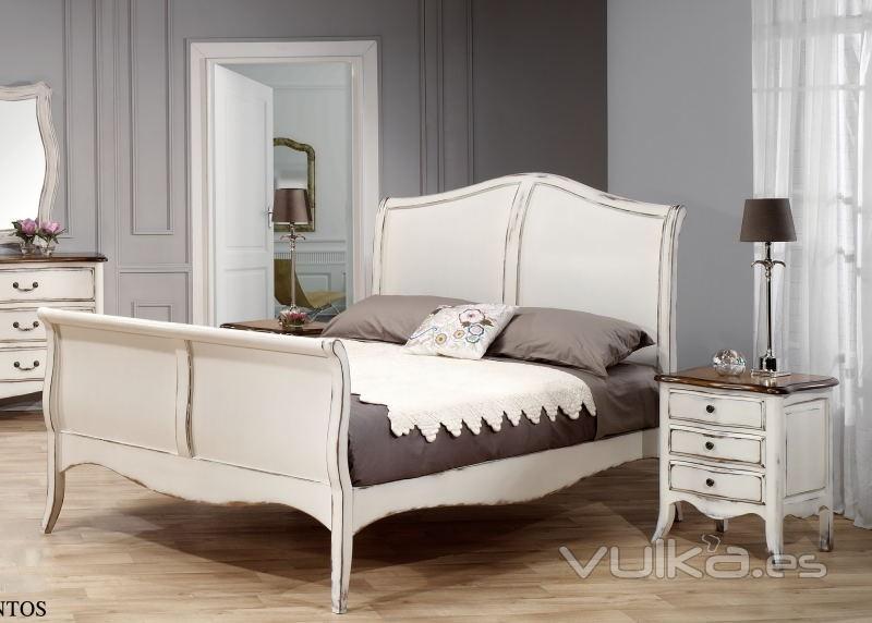 Foto cama barco chantal blanco roto decapado y madera for Camas estilo vintage