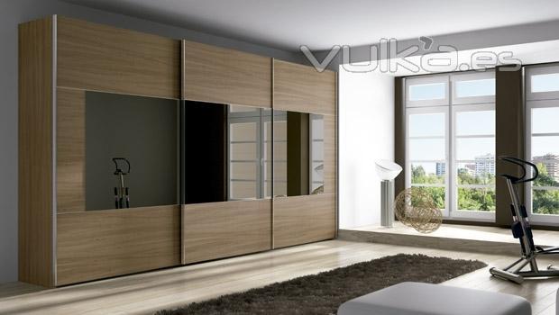 Foto gran armario de puertas correderas del catalogo de for Armario dormitorio adulto puerta corredera