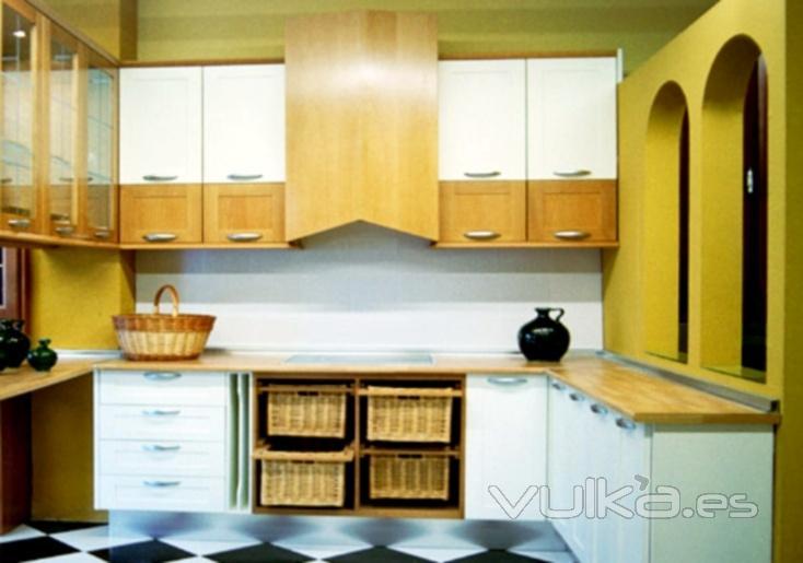 Foto cocina de madera clara y laca blanca - Cocinas madera clara ...