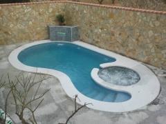piscina con yacuzzi