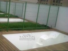 Piscinas Fibra BArPool Calle de Natación, ideal para espacios estrechos y tumbona de hidromasaje.