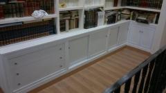 Mueble realizado a medida en tablero blanco y puertas de formica.