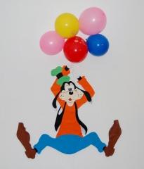 Y goffy..colgado de los globos!