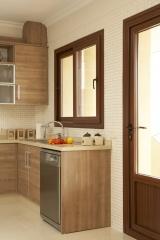 Puertas y ventanas en color madera