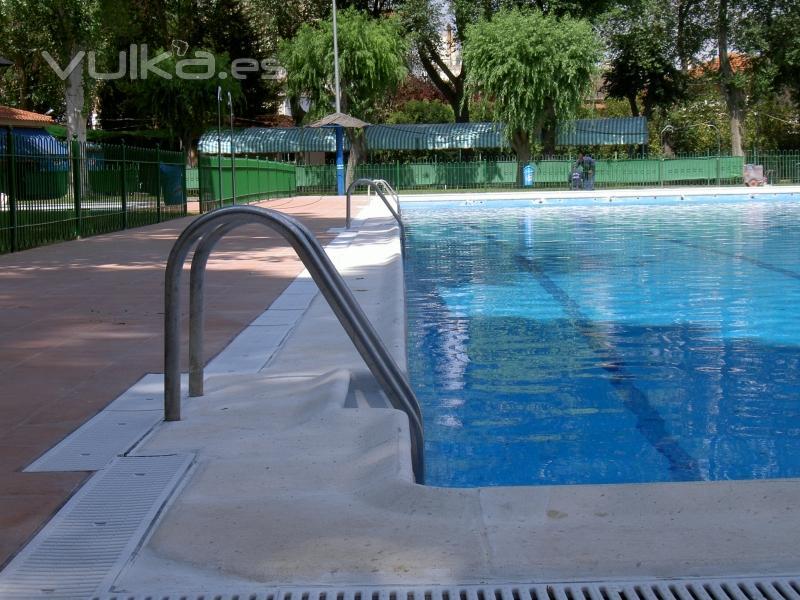 Foto encimeras para piscinas en distintos materiales - Materiales para piscinas ...