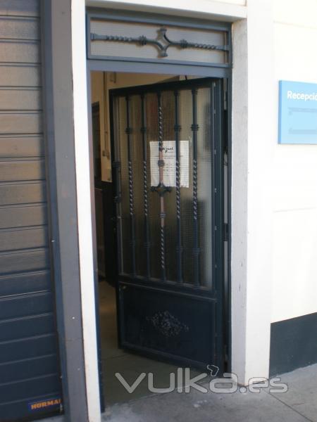 Foto todo tipo de puertas metalicas puertas para naves industriales puertas para - Puertas para naves industriales ...
