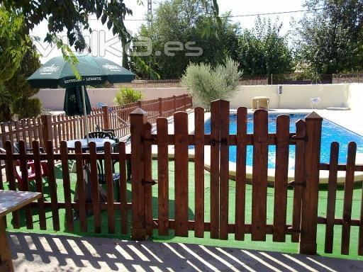 Foto valla de jardin hecha con palets for Vallas decorativas