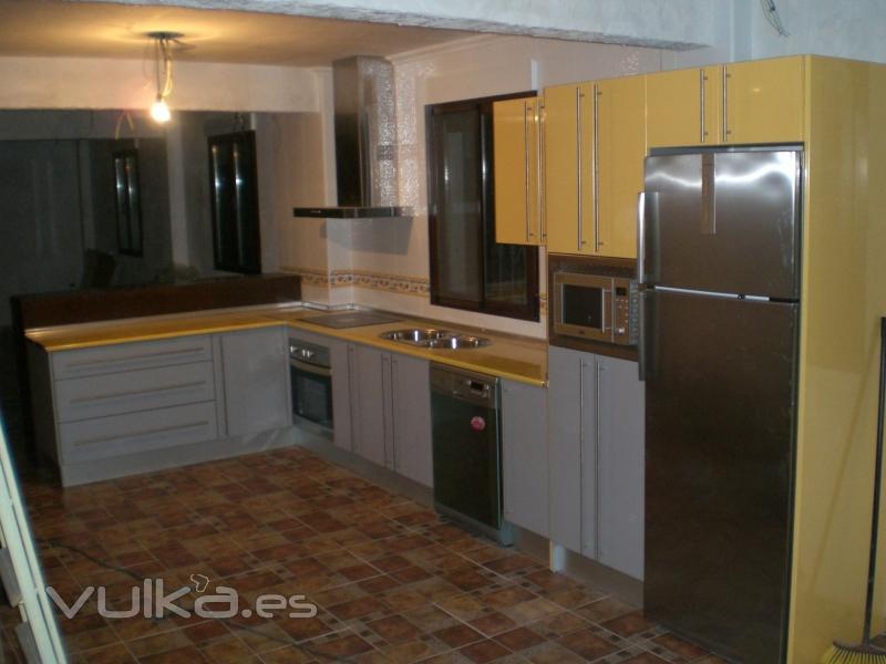 Foto cocina en formica amarilla - Muebles de cocina de formica ...