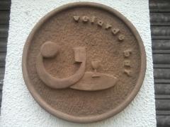 Letrero publicitario tallado a mano en piedra natural