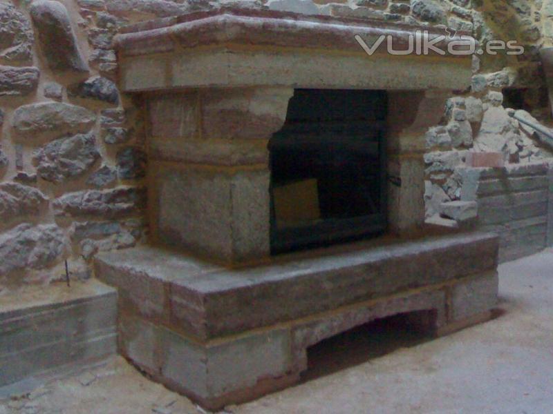 chimenea realizada en piedra